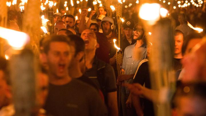 В США люди вышли на митинг у Белого Дома