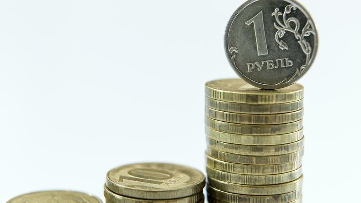 Начало недели: Рубль начал уверенно расти