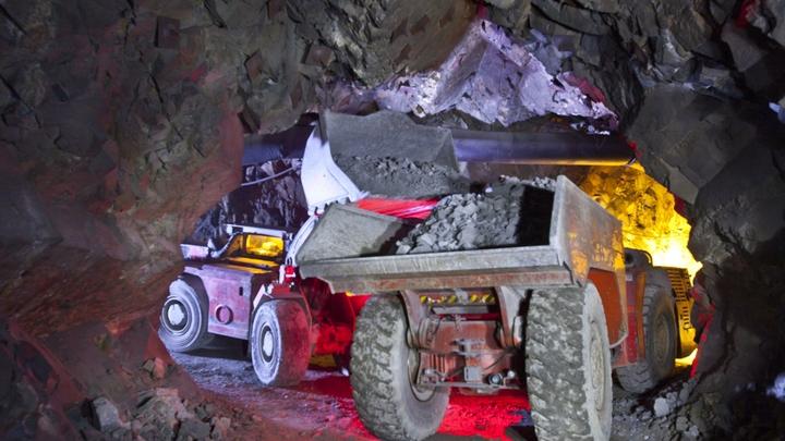 Спасатели прекратили поиск шахтеров на руднике Мир
