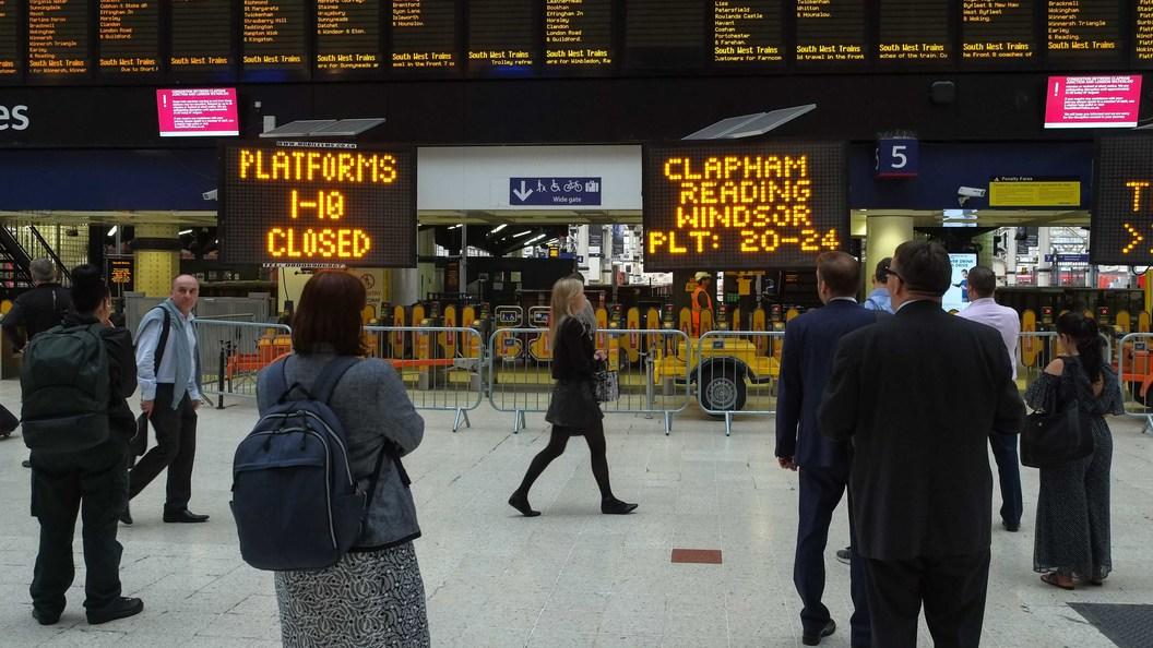 В Лондоне поезд сошел с рельсов