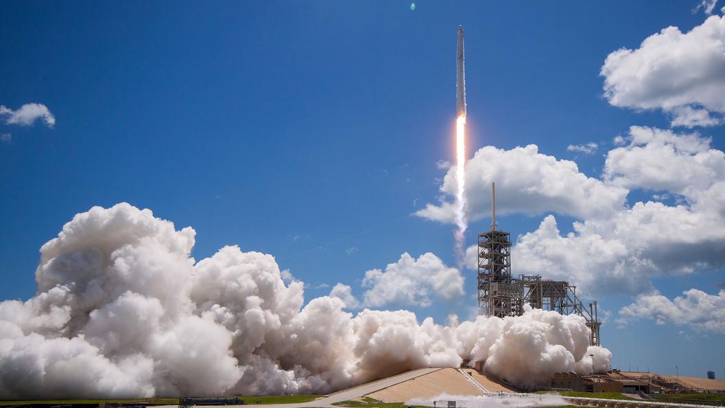 Космический грузовикDragon пристыковался к МКС на месяц