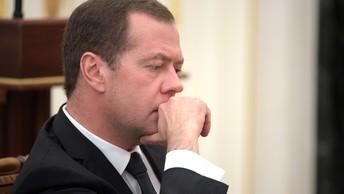Медведев обсудит совместные проекты с премьером Алжира