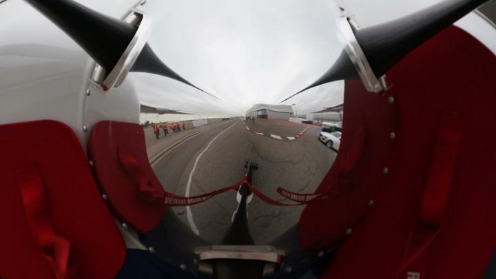 Во Внуково Boeing-767 протаранил ограждение