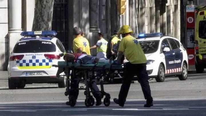 Наехавший на полицейских в Барселоне водитель погиб