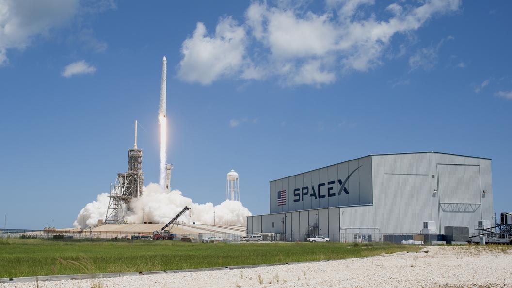 Компания SpaceX Илона Маска хочет отказаться отуслуг NASA