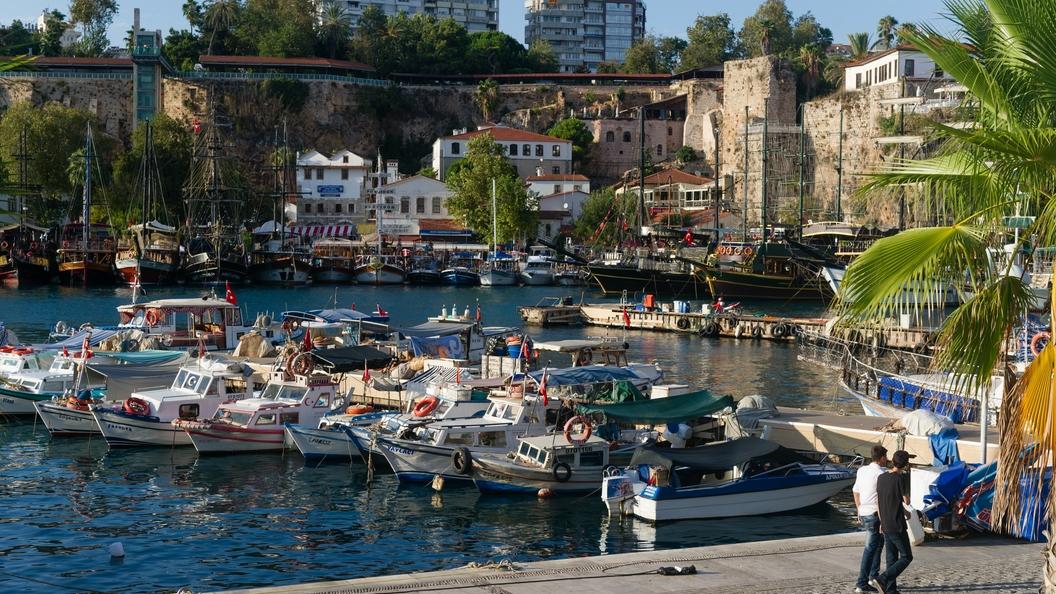 Туристы из России предпочитают проводить бархатный сезон в Турции
