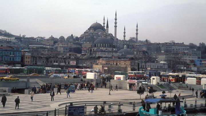 Два человека ранены после стрельбы в Стамбуле