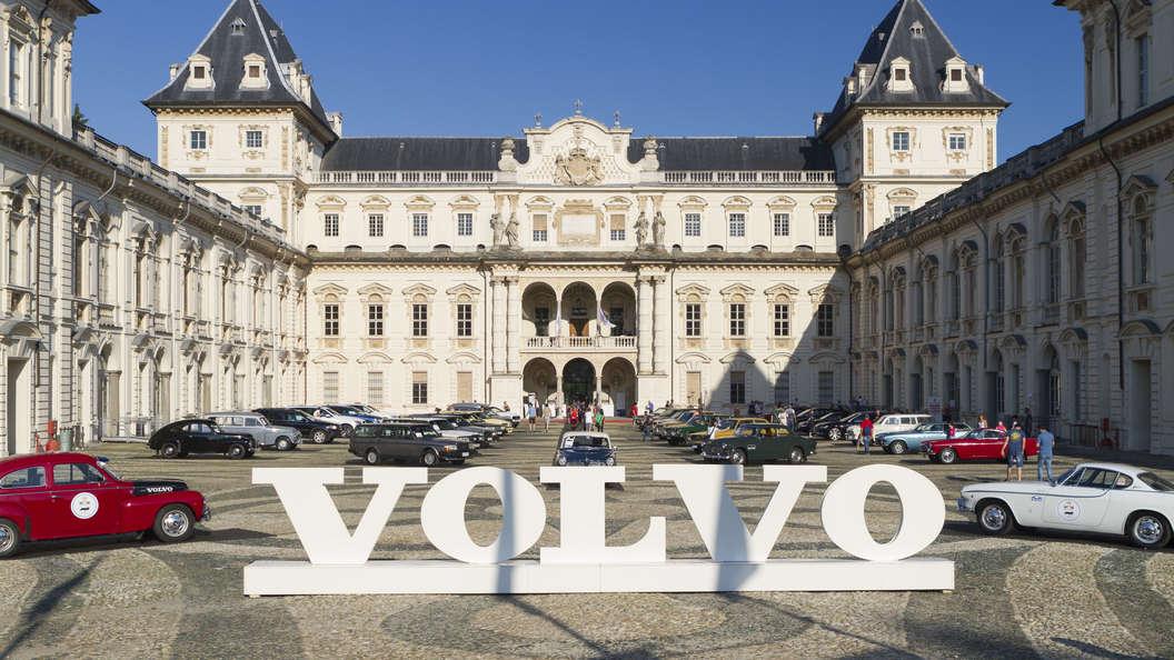 Совершенству нет предела: В кроссовере Volvo XC40 сделали отдельную полку для банковских карт