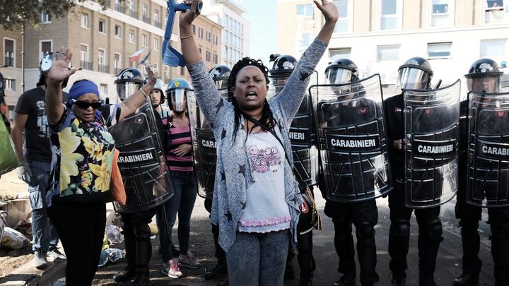 В Риме мигранты устроили протесты из-за того, что им не понравилось новое жилье