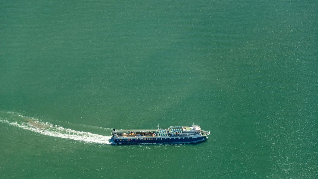 Появилось видео поднятия автобуса, упавшего в Черное море