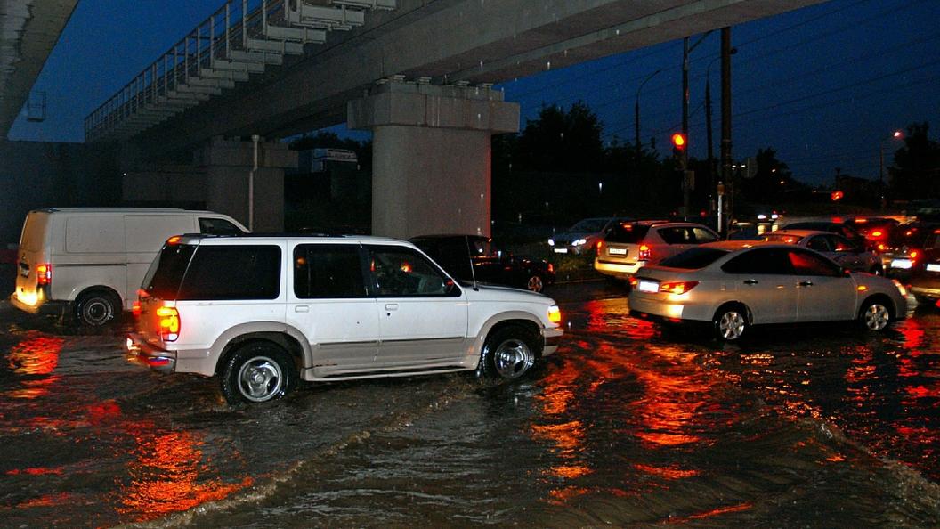 Ливни под Санкт-Петербургом: из-за стихии почти полностью затоплены окраины