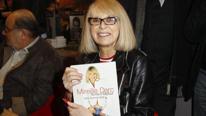 Звезда фильмов про высокого блондина скончалась во Франции