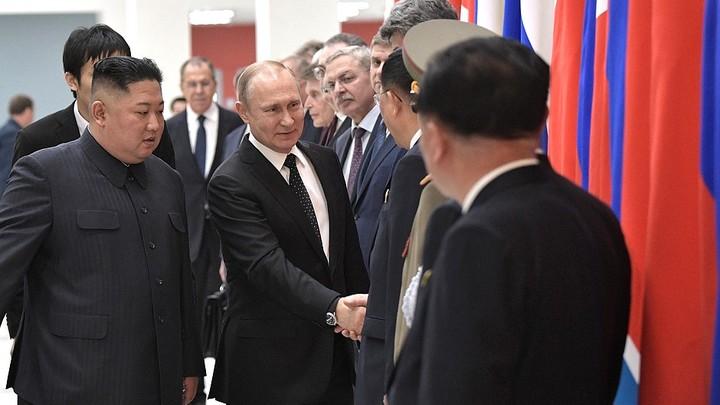 Спиртовые салфетки и перевод часов. Детали встречи Путина и Ына, которые вы не заметили