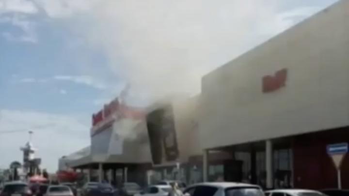 Пожар в «Красной Площади»: эвакуировано 70 человек