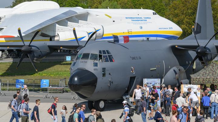 Бразильский военный самолет не смог долететь до столицы страны