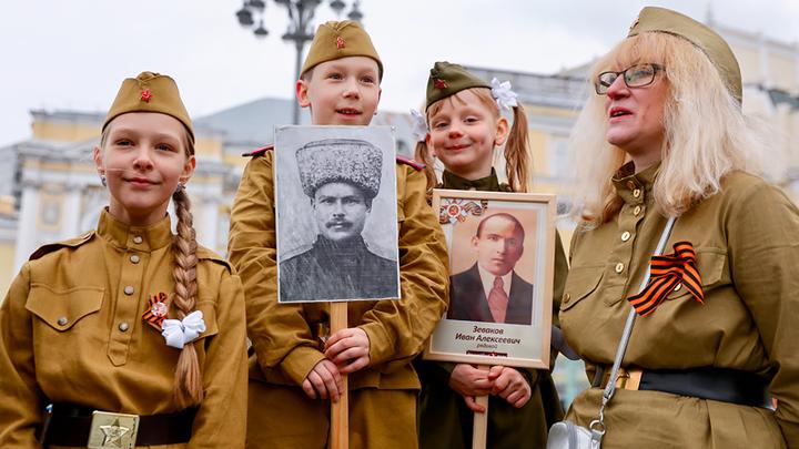 Ушаты помоев на нашу Победу: Почему либералов корёжит от Парада и детей в военной форме