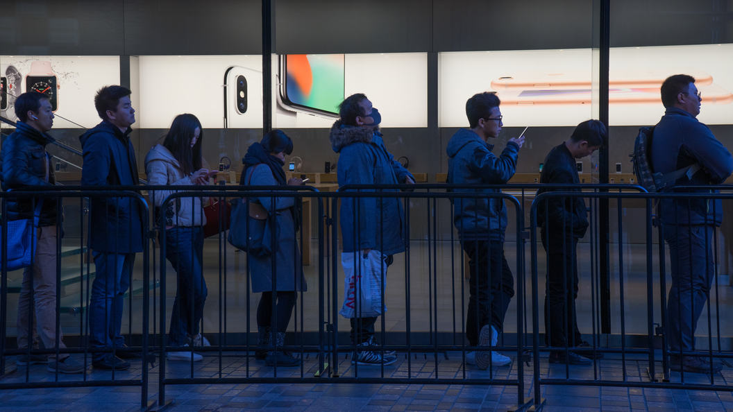 «Джобс— бог, Apple— церковь»: ученые назвали увлечение iPhone свежей религией