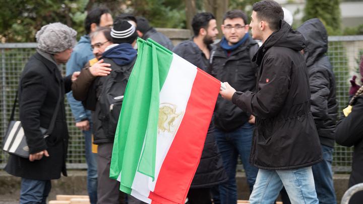 Провокаторы открыли огонь по демонстрантам в Иране
