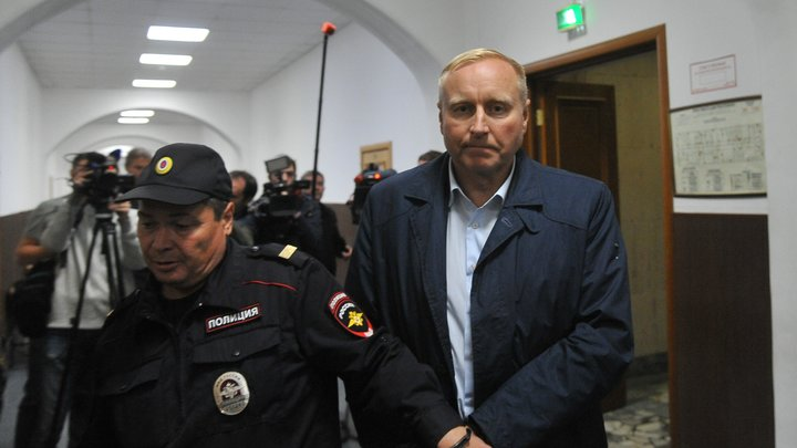 Путин уволил обвинённого в мошенничестве генерала и ещё 10 его коллег из МЧС, МВД и СК