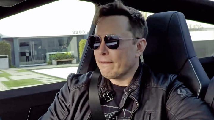 Батут работает: Илон Маск шесть лет ждал, чтобы ответить на шутку Рогозина