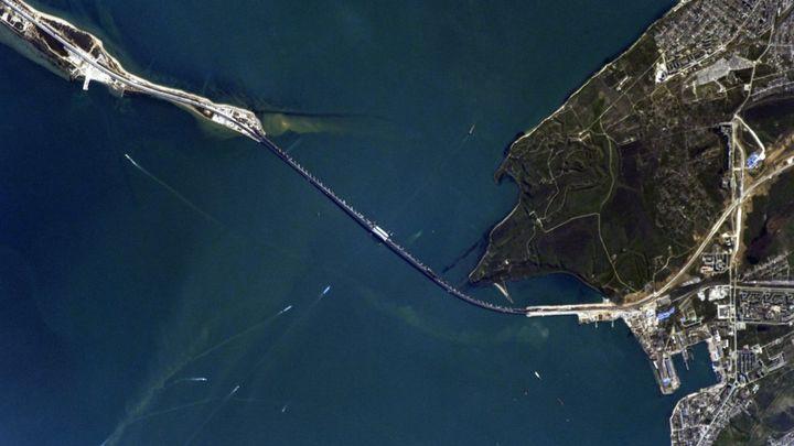 Крымский мост назвали источником проблем для России
