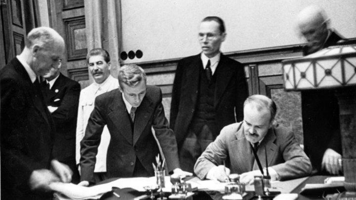 Выиграли два года, спасли тысяч жизней: МИД объяснил, почему Москва пошла на подписание пакта Молотова - Риббентропа