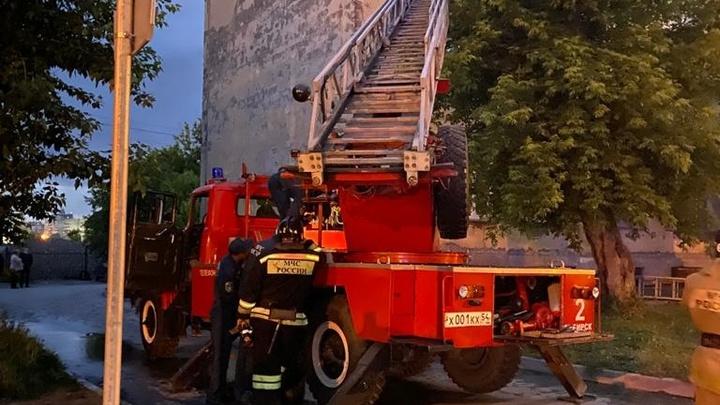 В центре Новосибирска два человека серьёзно пострадали при пожаре