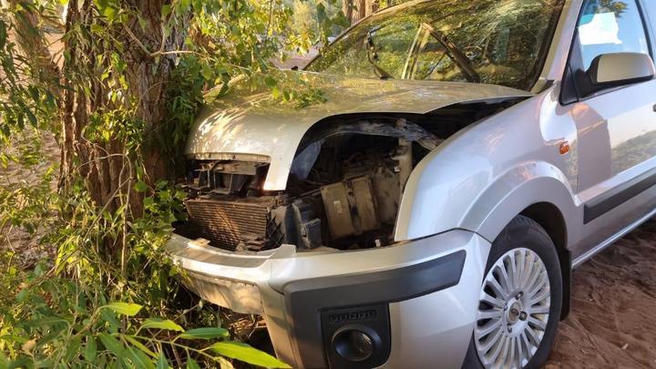 В Самарской области молодой человек выпил, сел за руль и врезался в дерево