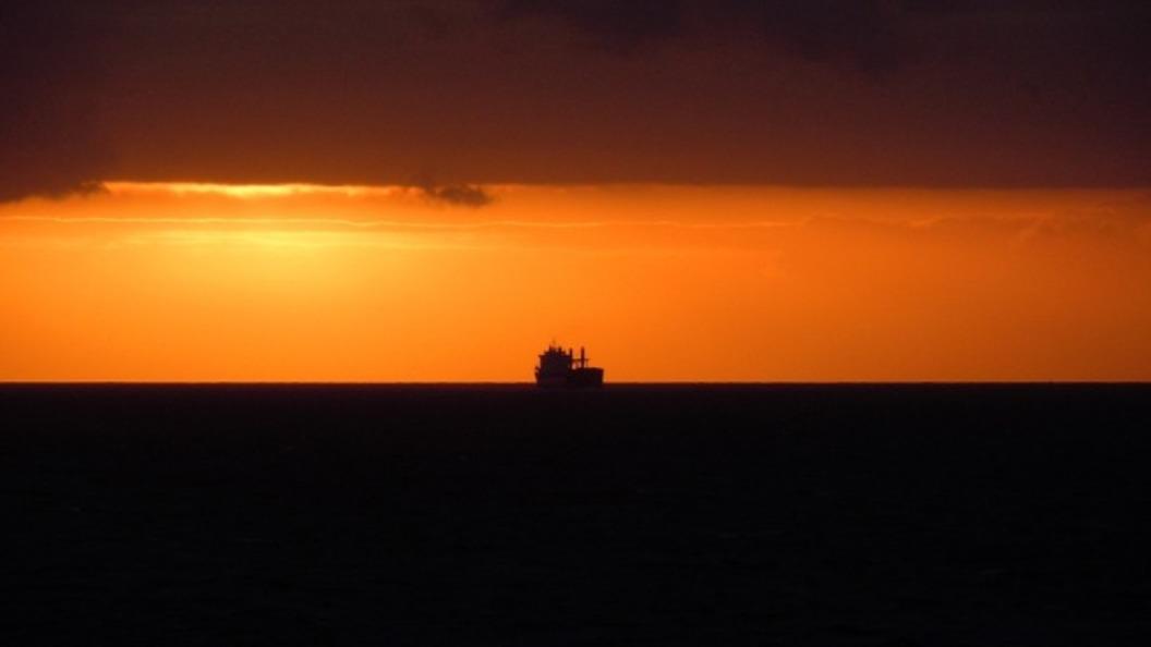 Корабль-призрак: У берегов Владивостока тонет Yeruslan