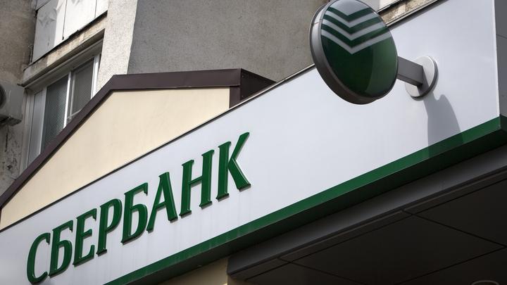 «По две-три в день»: Отказавшийся от телефонных переводов на кредитки Сбербанк рассказал о кибератаках