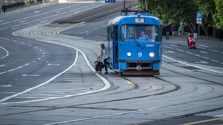 В Новосибирске трамвай сошёл с рельсов