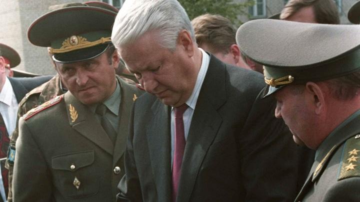 Ельцин участвовал в государственной измене: Военный историк напомнил о предательстве