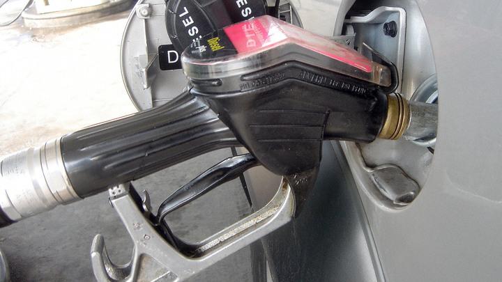 До марта - можно выдохнуть и успокоиться: Эксперт объяснил, чего ждать от розницы на бензин
