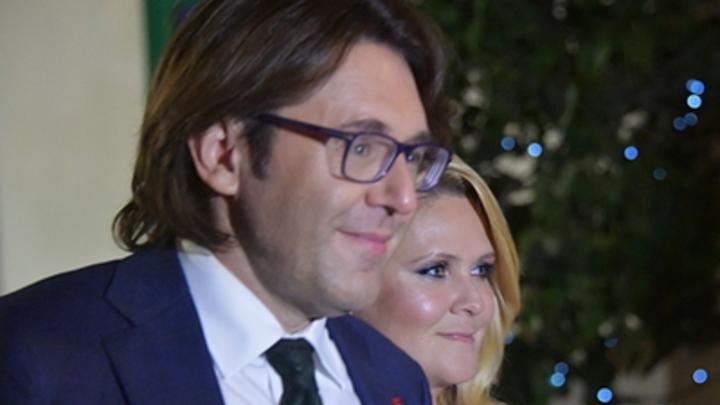Уровень стресса зашкаливает: Малахов объявил об уходе из журнала тестя. Ждать ли развода?