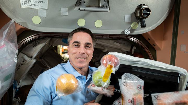Вкусно же! Американский астронавт едва не убил коллегу в космосе