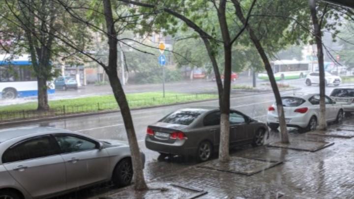 Штормовое предупреждение объявили в Ростовской области из-за грозы