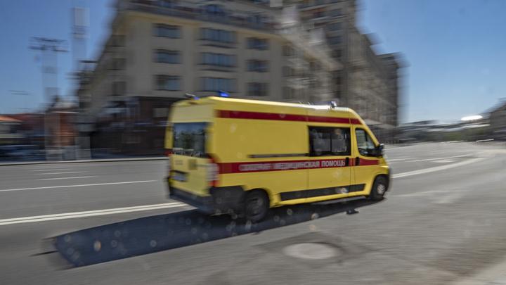 Превысил скорость и вылетел на красный: В Москве в аварии с автобусом пострадало семь человек