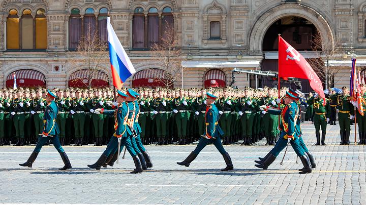 Серебряный крест для нечисти: Кого корёжит от парада Победы