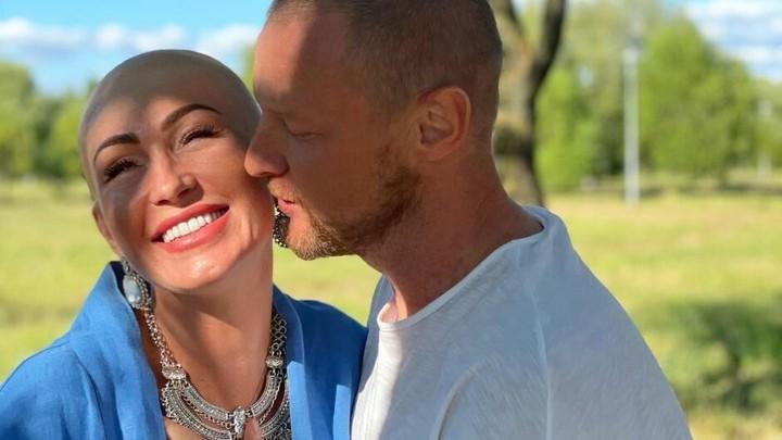 Начала все с чистого листа: зачем жена Вячеслава Малафеева побрилась наголо
