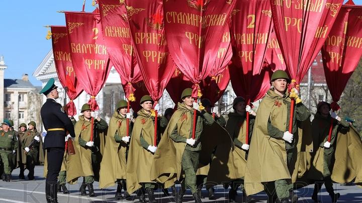Я убит подо Ржевом: губернатор Шумков прочел стихотворение на Параде Победы