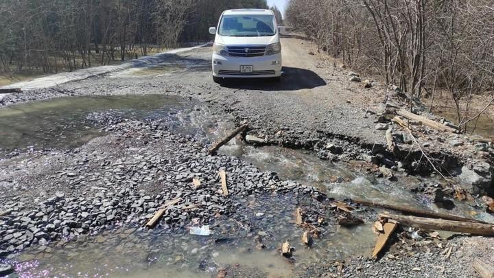 В Челябинской области дорога на Тюлюк ушла под землю