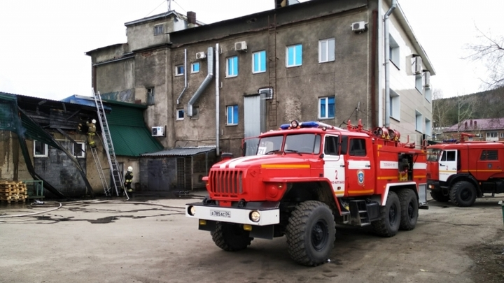 Пожар в ТЦ на Алтае не задался: МЧС опубликовало видео с места происшествия