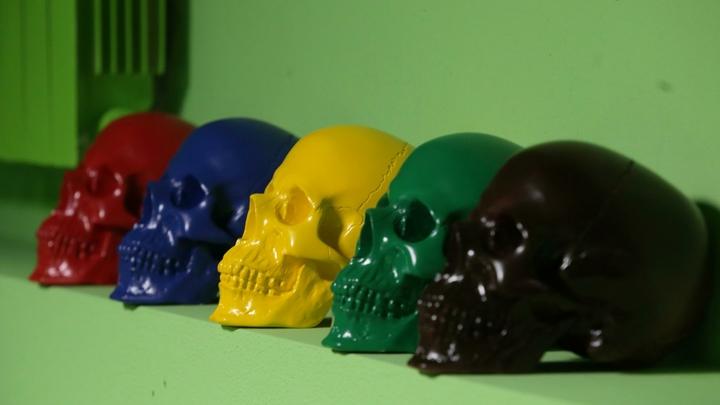 Концлагерь в мангале: В Германии выпустили уголь для гриля… в виде человеческих черепов