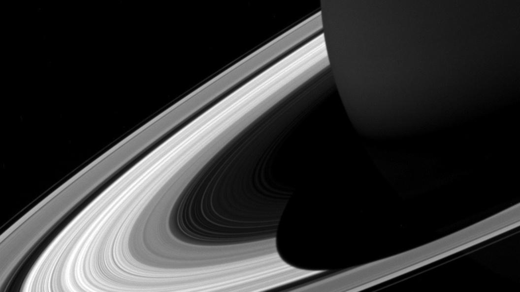 Спутник Кассини совершил прорыв в изучении колец Сатурна