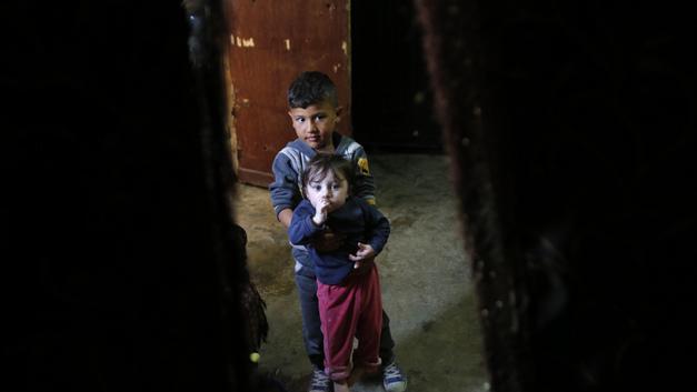 Террористы под видом мирных жителей прячутся в лагере для беженцев