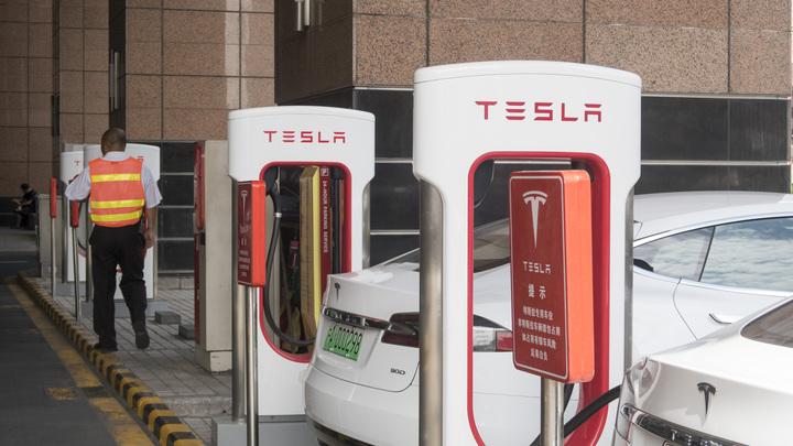 Самым активным покупателем Tesla в России стал Абрамович