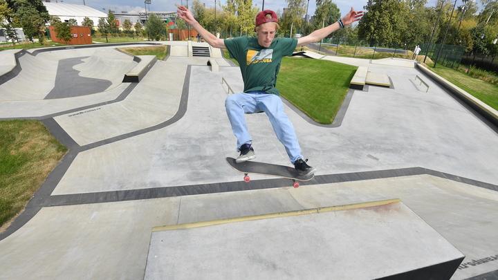 Семь лет без ремонта: Скейт-площадку в парке 300-летия Санкт-Петербурга модернизируют