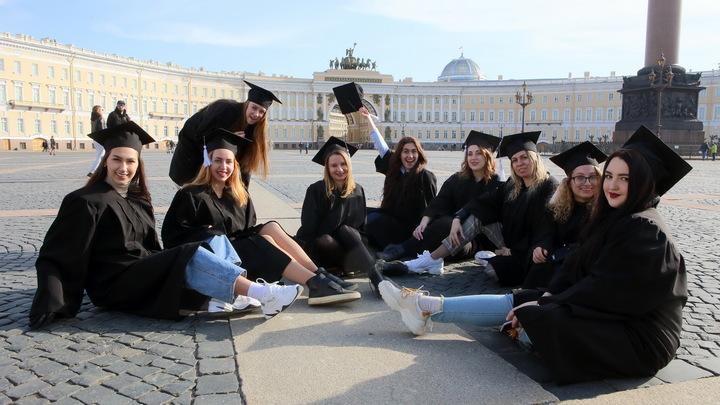 Каким вузам в Петербурге рекомендовано снова уйти на удаленку