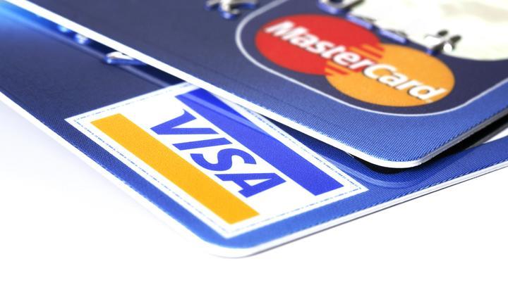 Коллекционирование банковских карт может закончиться… штрафами. Эксперт предупредил жителей России