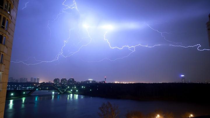 К Свердловской области приближаются грозы, дождь и град
